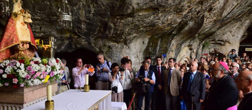 Cerca de 2.000 personas arropan al Prelado del Opus Dei, Mons. Ocáriz, en Covadonga
