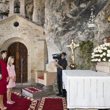 Sus Majestades los Reyes de España y sus hijas en la clausura del Año Jubilar