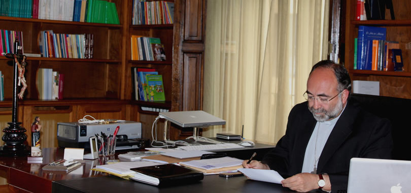 """""""Nuestro auxilio es el Nombre del Señor"""" (Sal 123)  Carta del Arzobispo a los cristianos de Asturias"""