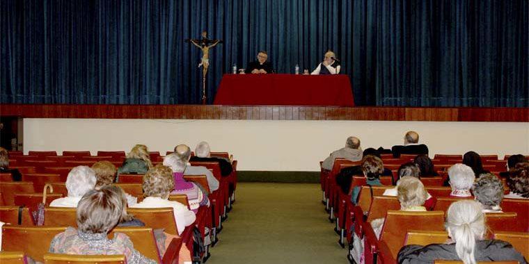 """""""Covadonga, lugar de encuentro"""", Conferencia Cuaresmal del Abad de Covadonga en Oviedo"""