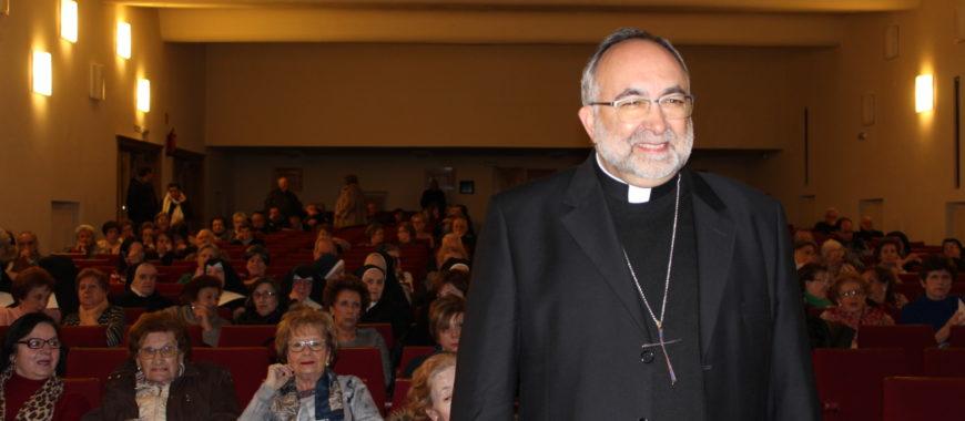 Mons. Sanz clausura las Conferencias Cuaresmales del arciprestazgo de Oviedo