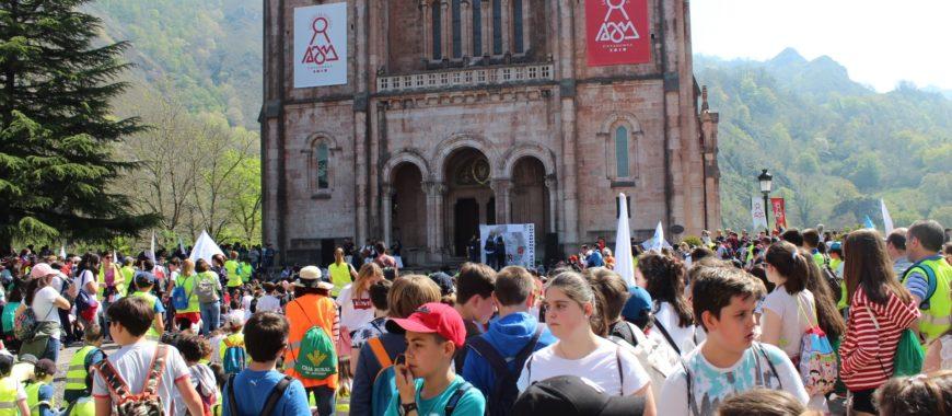 «Volvéis a la casa de vuestra Madre»: Encuentro de Escolares en Covadonga