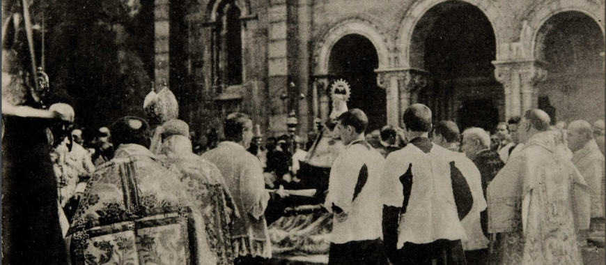 Fotografías de la Coronación Canónica de la Santina conservadas en la Biblioteca Nacional