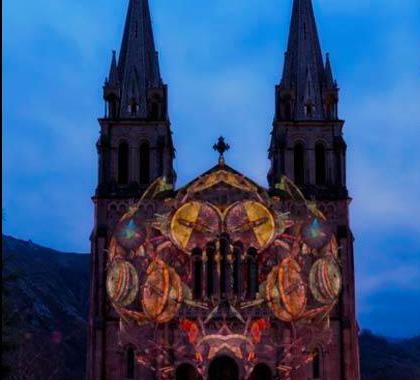 Espectáculo audiovisual nocturno en Covadonga