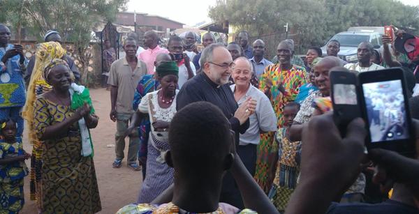 Mons. Jesús Sanz visita la misión diocesana de Benín