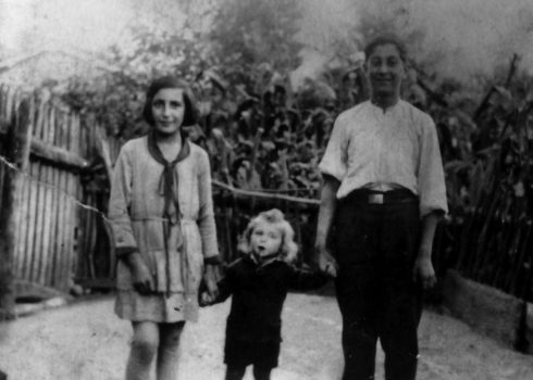 José María Fernández con sus hermanos, Alicia y Cundo
