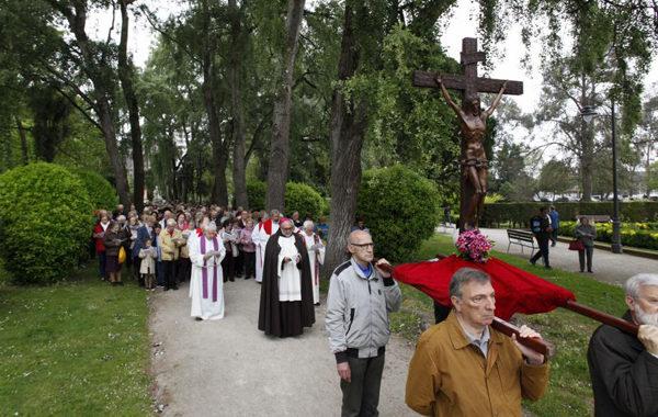Vía Crucis en el parque de Isabel La Católica de Gijón