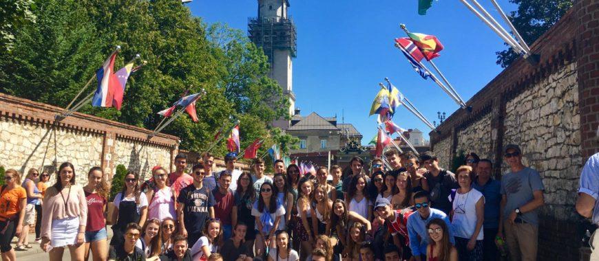 Peregrinación de jóvenes de San Nicolás de Bari (Avilés): «Levántate, camina y deja huella»