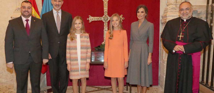 La Familia Real visita la Catedral de Oviedo