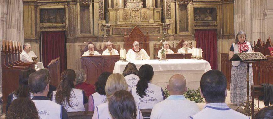 Los «Apóstoles de Jesús y María» visitan la Catedral