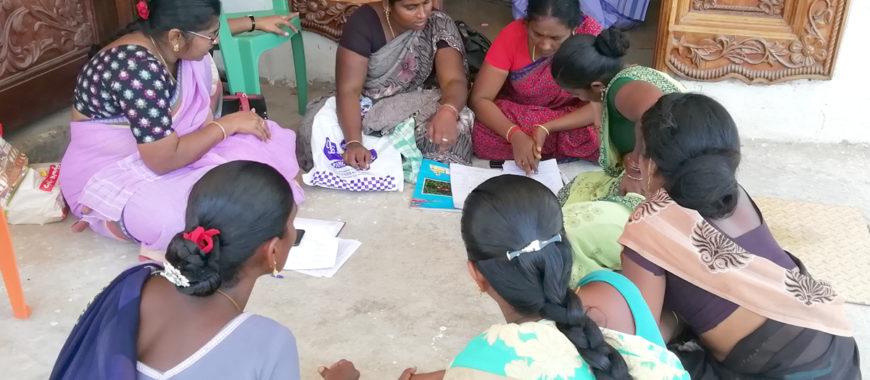 Pravia costea, a través de Manos unidas, un programa de alfabetización y promoción de la mujer en India
