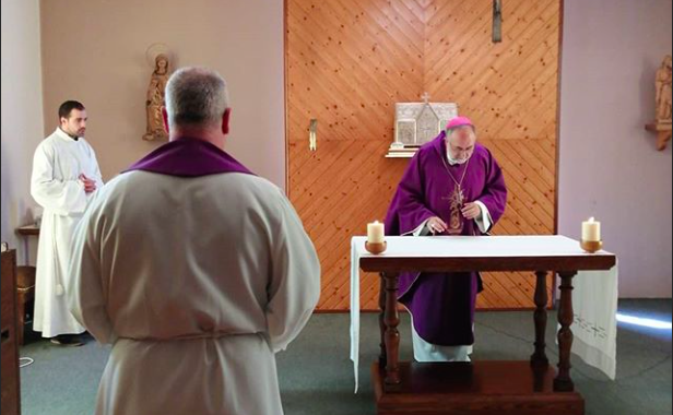 El Arzobispo de Oviedo celebra la misa dominical on line