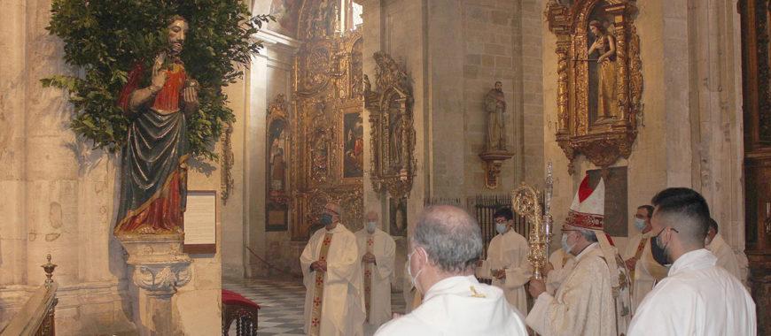 """""""Somos piedras vivas de este templo"""": Entrevista a Mons. Jesús Sanz"""